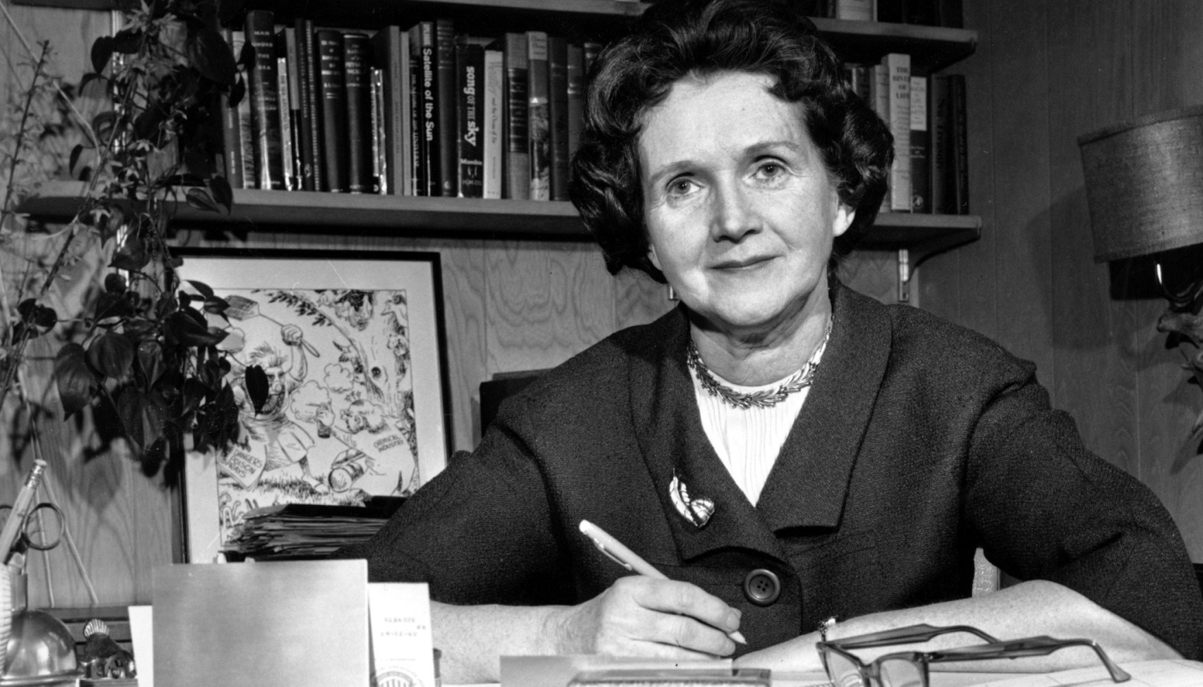 silent spring rachel carson Silent spring has 28,097 ratings and 1,688 reviews riku said: a must read book for the concerned carson brings forth, without ever putting on alarmist.