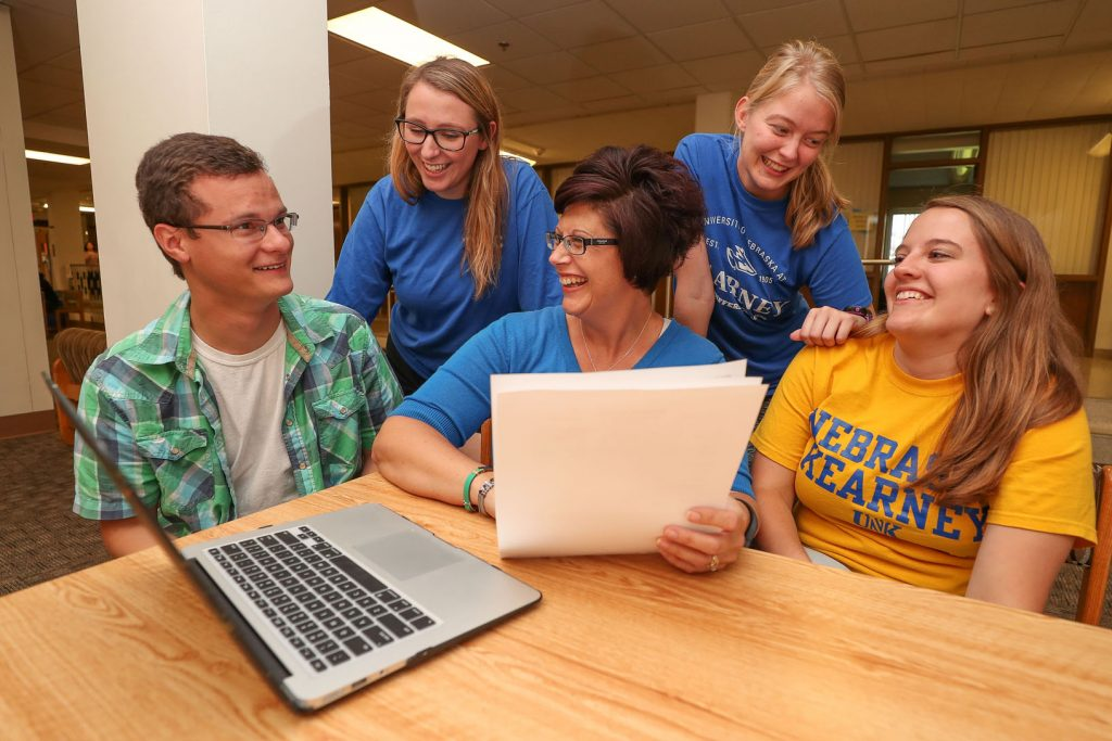Thompson Scholars Director Jennifer Harvey, middle, discusses the program with UNK students, left to right, Luke Hamilton of Bridgeport, Hannah King of Central City, Madison Clausen of Norfolk, and Claire Swantek of Genoa. (Photo by Corbey R. Dorsey/UNK Communications)
