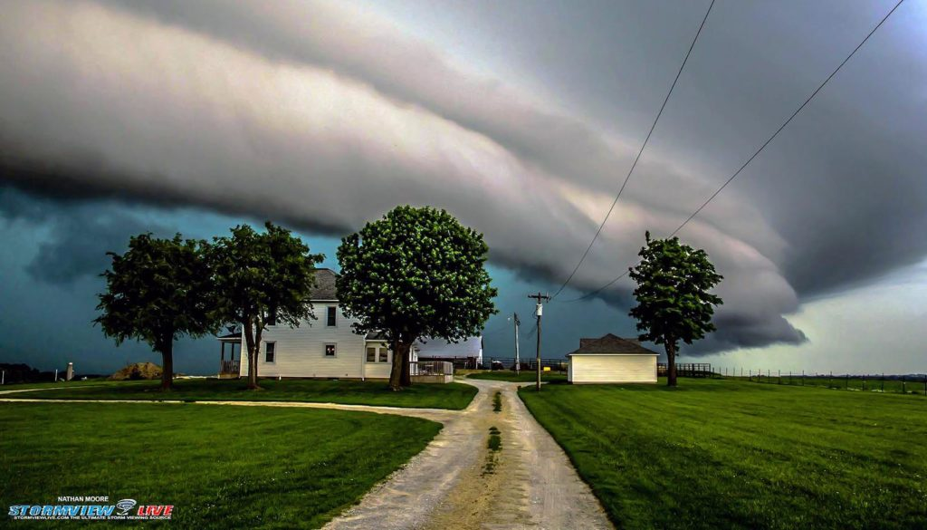 Nathan Moore photographed this thunderstorm in June 2015 near Blue Springs, Missouri. (Nathan Moore, StormViewLIVE)