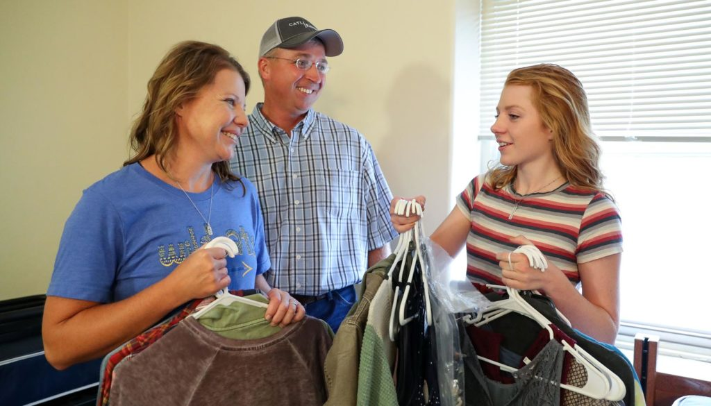 Judi and Mike Baker of St. Paul help their daughter Marissa move into Men's Hall on Wednesday. Marissa, a freshman at UNK, is part of the Kearney Health Opportunities Program (KHOP) and Honors Program. (Photo by Corbey R. Dorsey, UNK Communications)
