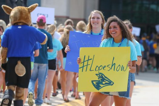 Loper Leaders welcome first-year students to campus. Loper Leaders are a group of returning students who help freshmen move in and assist with the transition to college during Blue Gold Welcome Week. (Photo by Corbey R. Dorsey, UNK Communications)